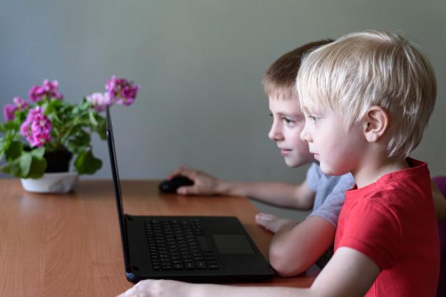 Hai luồng ý kiến về dạy online cho trẻ mẫu giáo